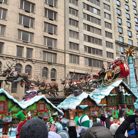 Santa Arrives When Happy Thanksgiving >> Live Photos From The 2014 Macy S Thanksgiving Day Parade A Great