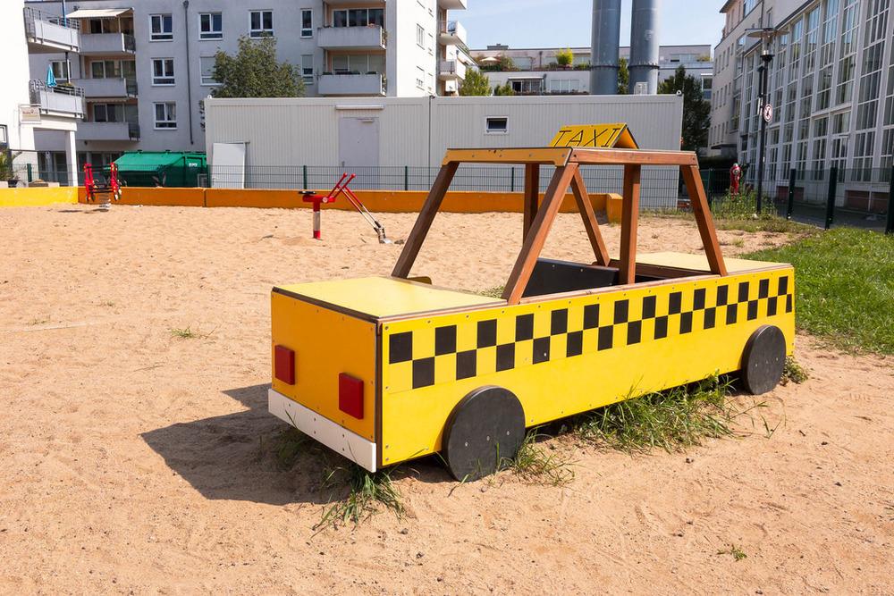 Taxi-Sitzbank auf einem Spielplatz